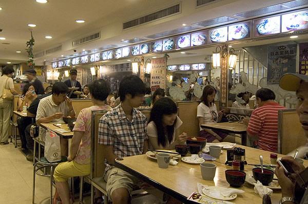 如果是用餐時段來美觀園,店裡應該坐滿客人