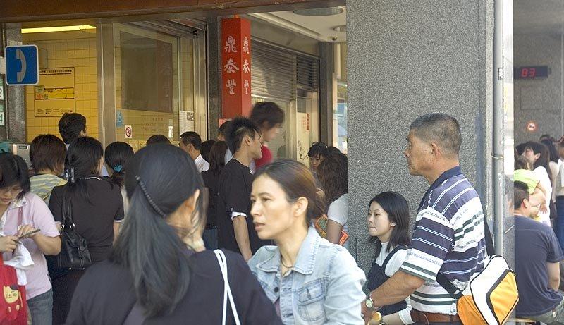 丰居旅店常常接待一些日本或港粵的客人,都會指名要到鼎泰豐用餐,並詢問交通路線。您要是真的沒吃過,趁這次台北之旅過來嘗嘗,不會失望的。