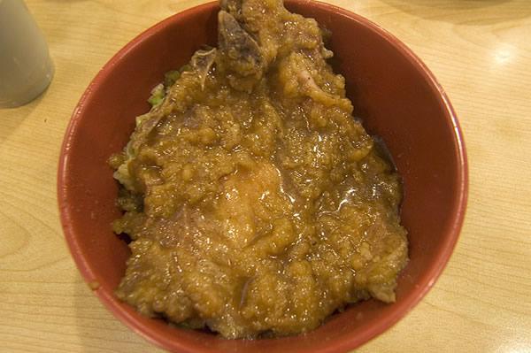 美觀園的台式排骨飯也是大推!真的傳統好味道,和一般的自助餐店排骨飯根本不同檔次,重點是自助餐的價格,一碗才110元哪!