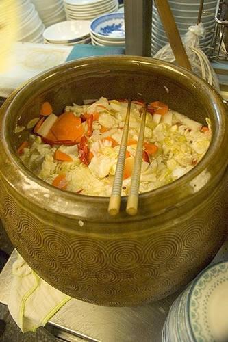 永康牛肉麵的泡菜是四川泡菜,不會辣,味道酸甜,口感清脆。吃紅燒牛肉麵時點盤泡菜,有相輔相成的效果!