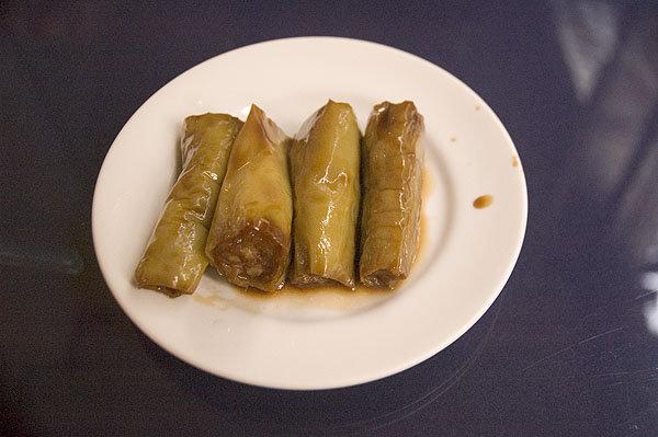 秀蘭小館的辣椒鑲肉,口味其實蠻清爽,辣度就要看運氣。一般大概都會到吃完才回辣,但也有完全不辣,好像在吃青椒鑲肉一樣。