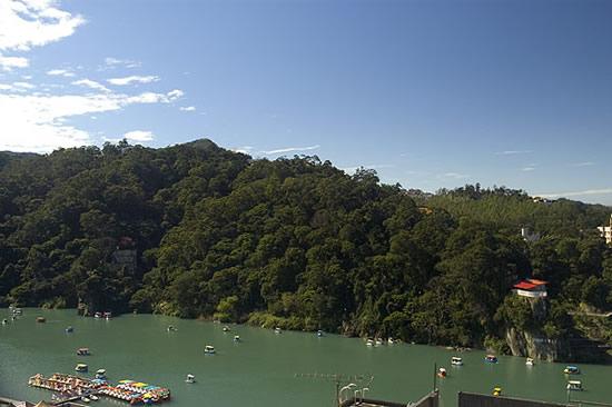 碧潭擁有老少咸宜的湖光山色,在行程規劃上,河建議搭配烏來的溫泉泡湯成為一天的行程。