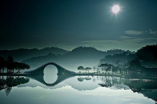 《倫敦每日郵報》及《法國世界報》兩大主流媒體,先後刊載了大湖公園三張中國水墨照片!