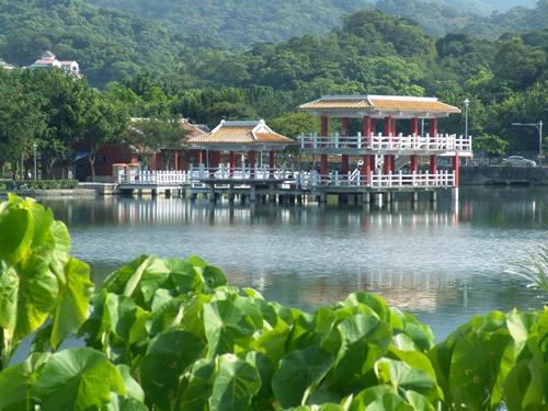 如果台北酒店丰居旅店的旅客在夏秋之間前來,還可見雲青欲雨、水澹生煙的濛濛景色!